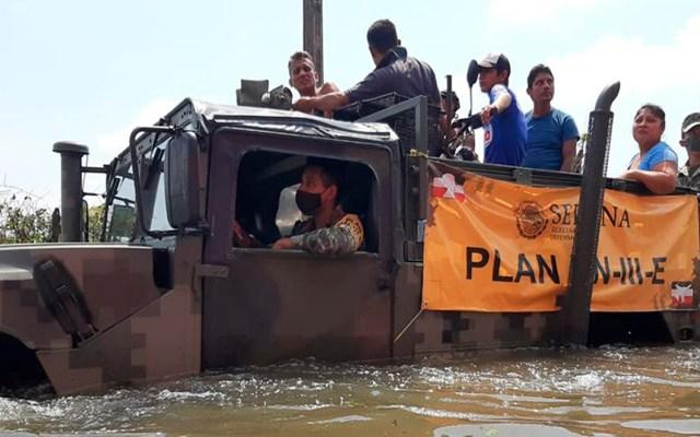 Temporada de huracanes aún no termina, advierte Sedena - El Ejército aplica el Plan DNIIIE en apoyo a la población afectada por los desbordamientos en el municipio de Macuspana, Tabasco. Foto Twitter @SEDENAmx