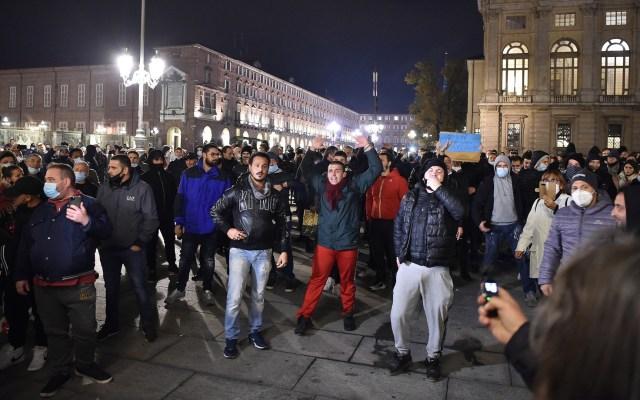 Protestas en Italia por medidas contra COVID-19 - Protesta en Turín, Italia, contra las medidas implementadas por el Gobierno para detener la propagación del Covid-19. Foto de EFE