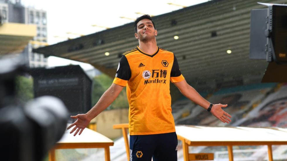Raúl Jiménez firma con el Wolverhampton hasta el 2024 - Foto de @Raul_Jimenez9