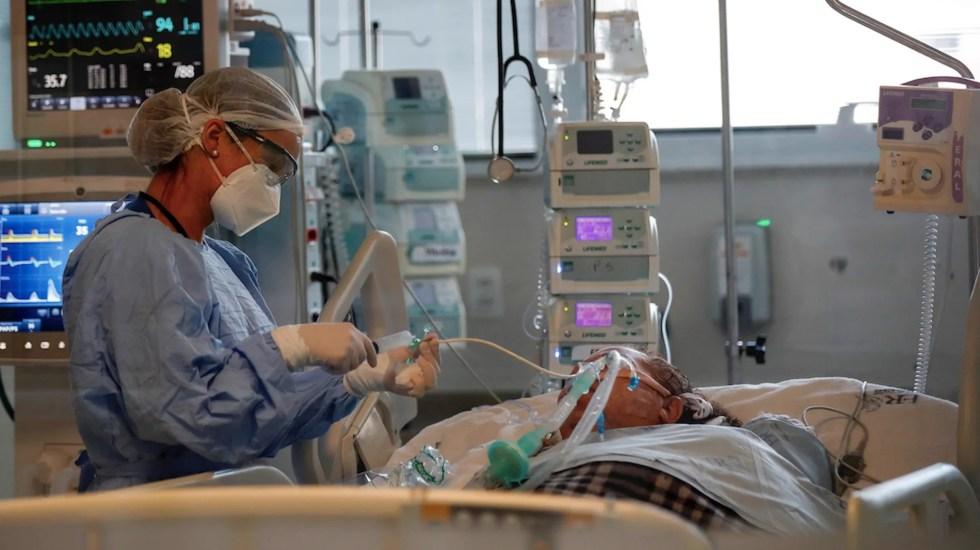 Secretaría de Salud actualizará lineamientos de atención a pacientes COVID-19 - Paciente de COVID-19 intubado. Foto de EFE