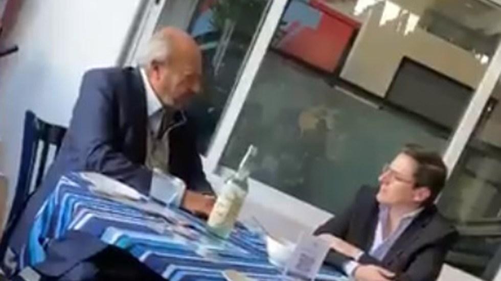Pemex destituye a coordinador por reunión con Romero Deschamps - Romero Deschamps y Alejandro Cabrera. Captura de pantalla