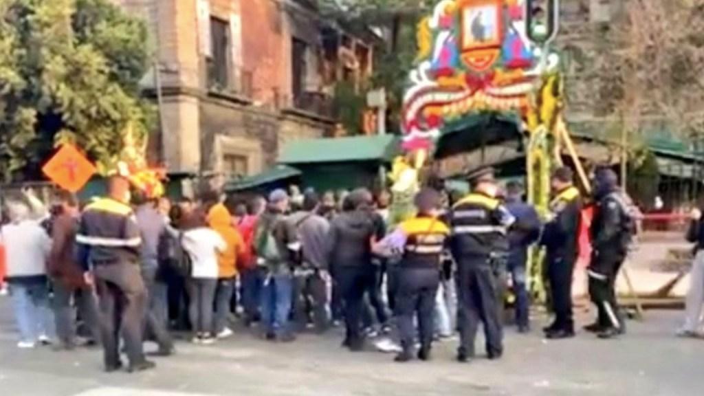 #Video Reabren iglesia de San Hipólito debido a congregación de fieles de San Judas - Foto de @SUUMA_CDMX