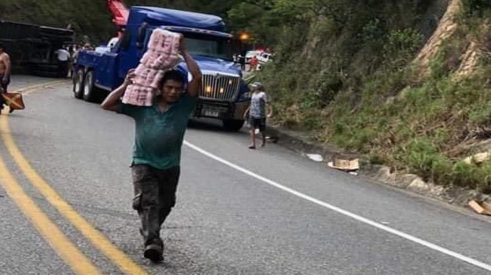 Rapiñan en carretera de Chiapas tráiler accidentado de Lala - Foto Twitter @Cipactonal_27