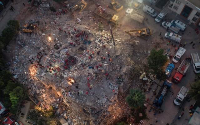 Suman 28 muertos por sismo en Grecia y Turquía; 100 personas han sido rescatadas - Foto de EFE