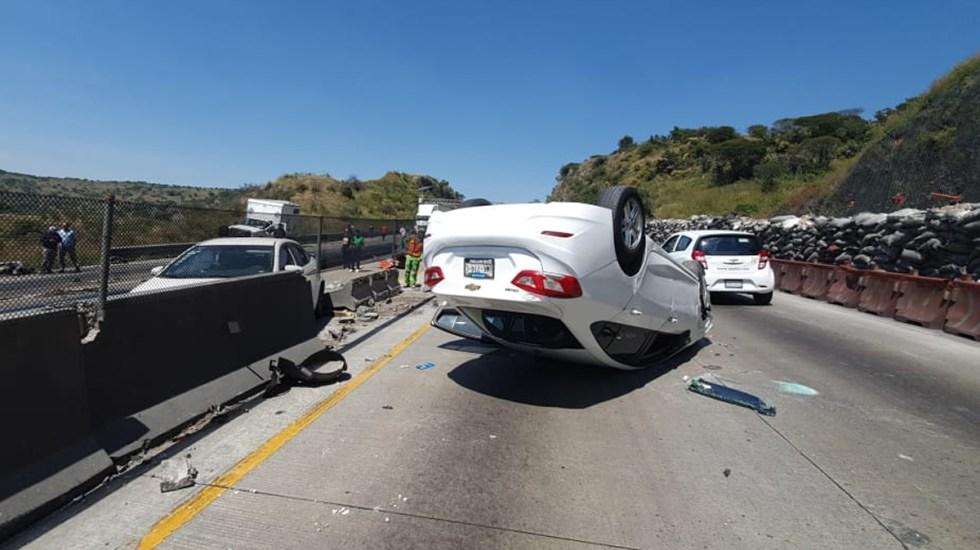 'El Mijis' sufre accidente sobre la México-Querétaro - Volcadura del auto en el que viajaba El Mijis. Foto Especial
