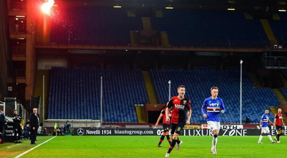 Bengala interrumpe partido entre Sampdoria y Génova en Serie A de Italia - Foto EFE