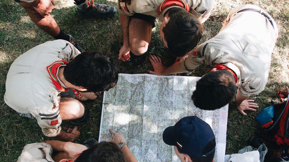 Denuncian 92 mil 700 ex boy scouts abusos sexuales en la organización; podría ser solo fracción del número de víctimas reales, advierten abogados - Imagen ilustrativa de los Boy Scouts. Foto de Mael BALLAND on Unsplash.