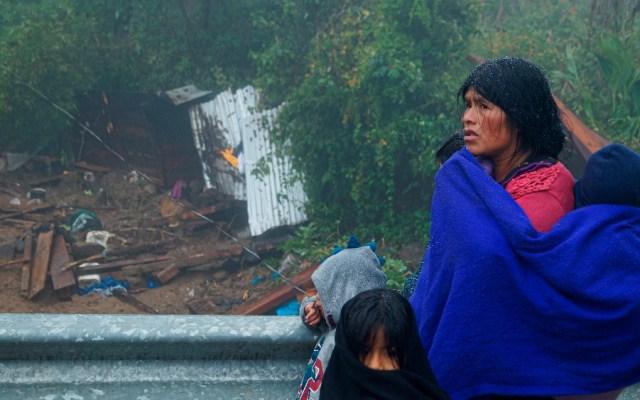 Sube a 22 el número de muertos en el sureste mexicano por 'Eta' y las tormentas - Viviendas afectadas por el lodo debido al desborde de un río ante el paso de Eta, en el municipio de San Juan Chamula, en Chiapas. Foto de EFE / Archivo