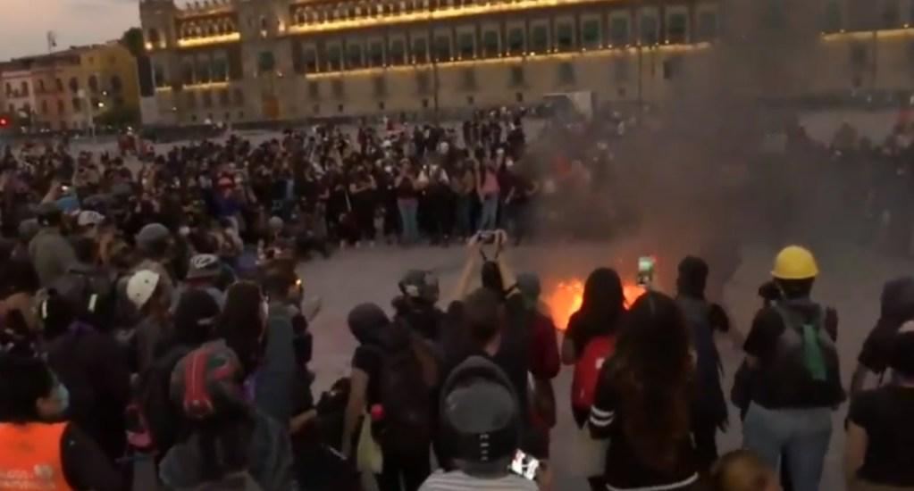 Manifestantes realizan destrozos en Plancha del Zócalo; SSC asegura que personal no porta gas - Ciudad de México Palacio Nacional 6