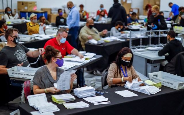 La pesadilla logística de contar votos en Estados Unidos - Conteo de votos en Georgia. Foto de EFE