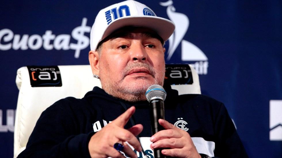 Operan con éxito a Diego Maradona del hematoma subdural - Foto de EFE
