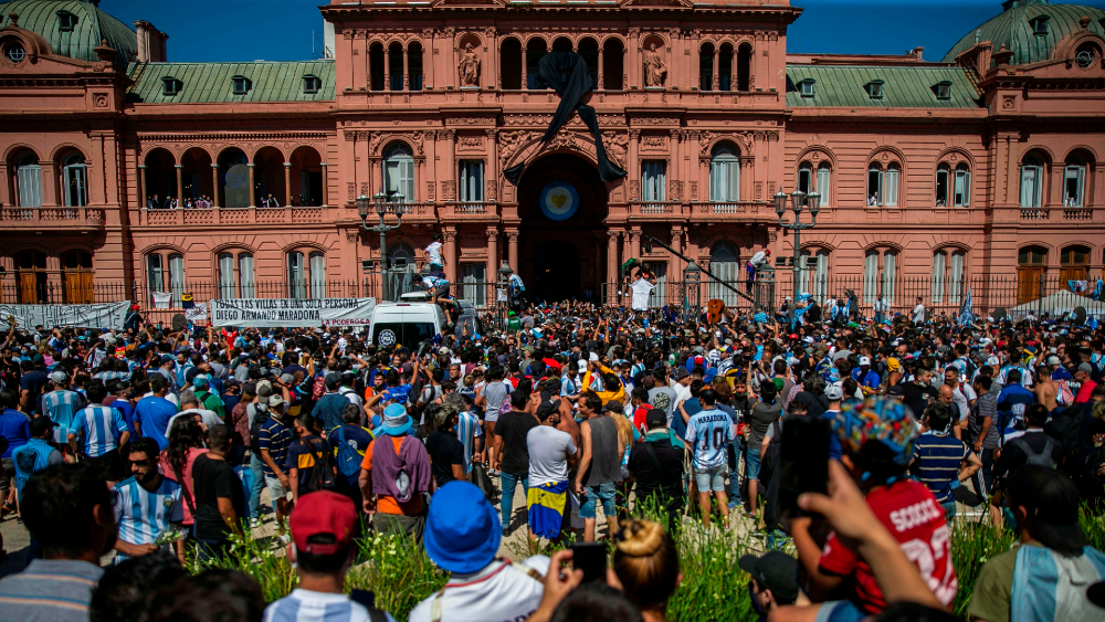 Disturbios en el velatorio de Maradona desatan cruces políticos en Argentina - Foto de EFE