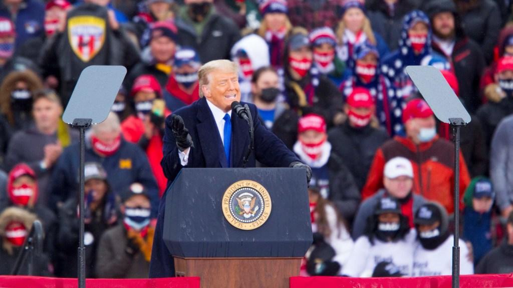 Trump presenta querella en Nevada para detener cómputo de votos - Donald Trump durante mitin. Foto de EFE