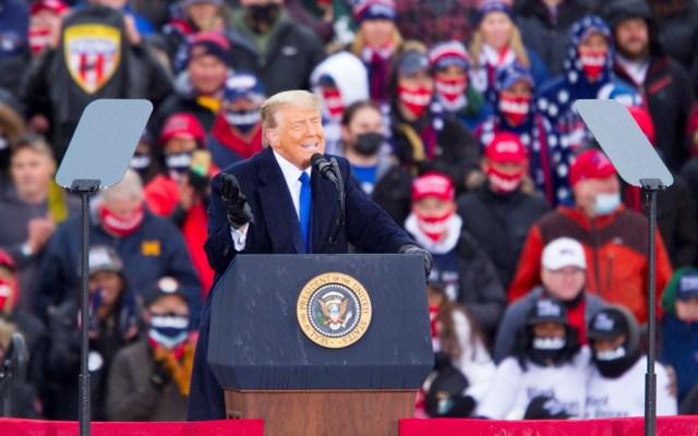 EE.UU. conmemora 'Día de los estadounidenses asesinados por extranjeros ilegales' - Donald Trump durante mitin. Foto de EFE
