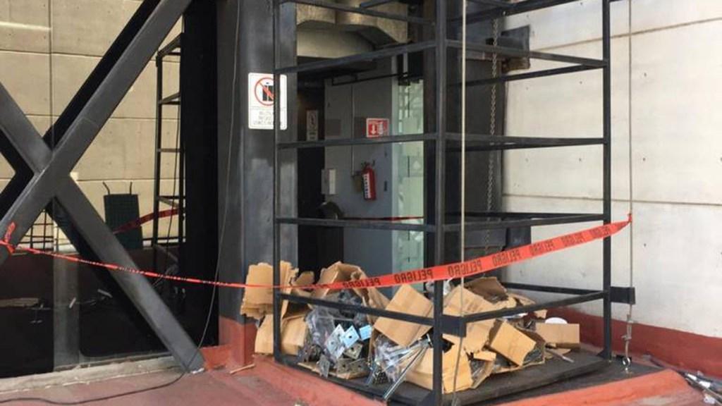 Colapso de elevador en INE de Hidalgo deja un muerto y un herido - Elevador que colapsó en sede del INE en Hidalgo. Foto de El Sol de Hidalgo