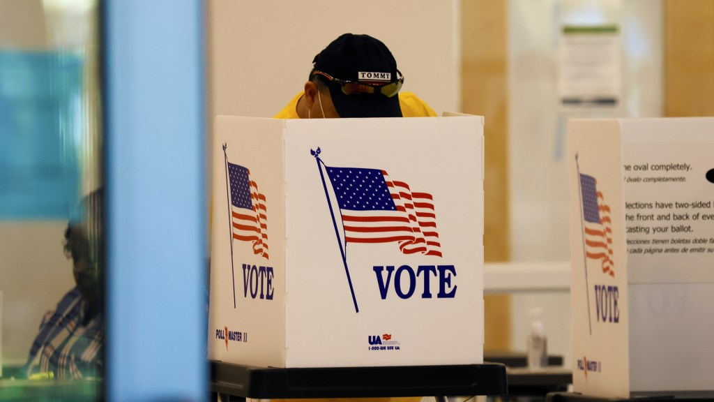 La participación en las elecciones de Estados Unidos, la más alta en un siglo - Emisión de votos en Estados Unidos. Foto de EFE