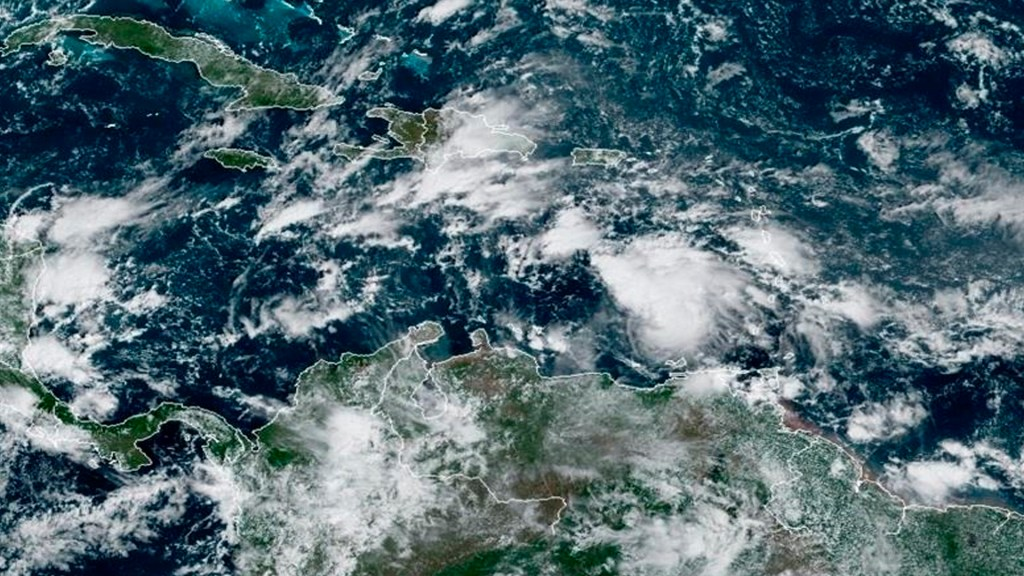 NHC prevé que tormenta 'Eta' se convierta en huracán en las próximas horas, antes de llegar a Nicaragua y a Honduras - Foto EFE