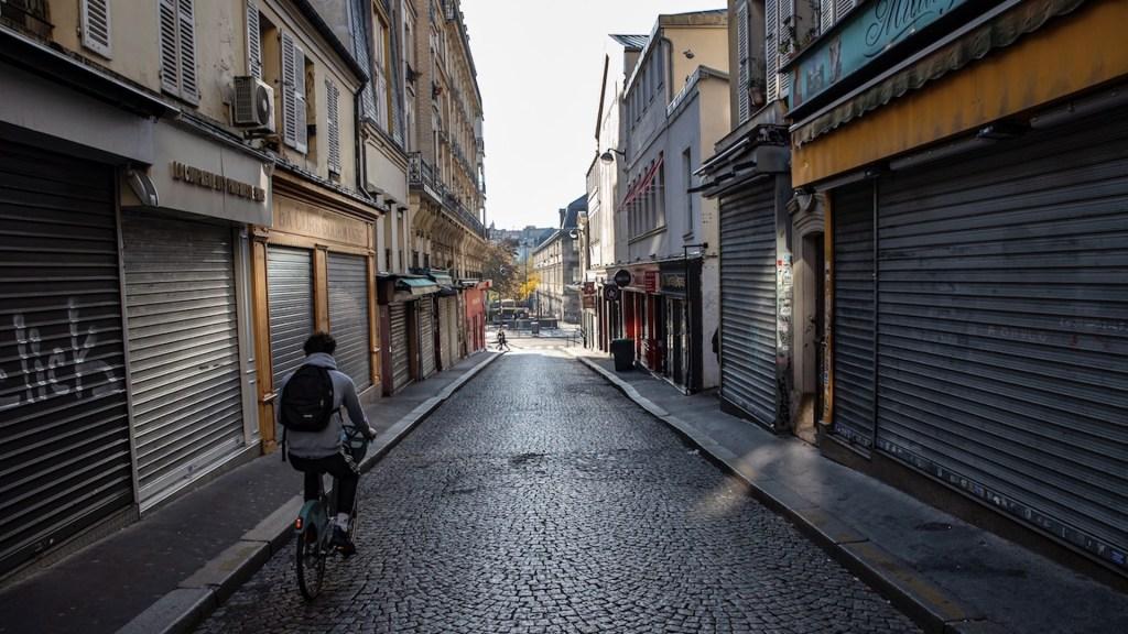 Francia descarta suspender confinamiento debido a gravedad de COVID-19 en el país - Foto de EFE
