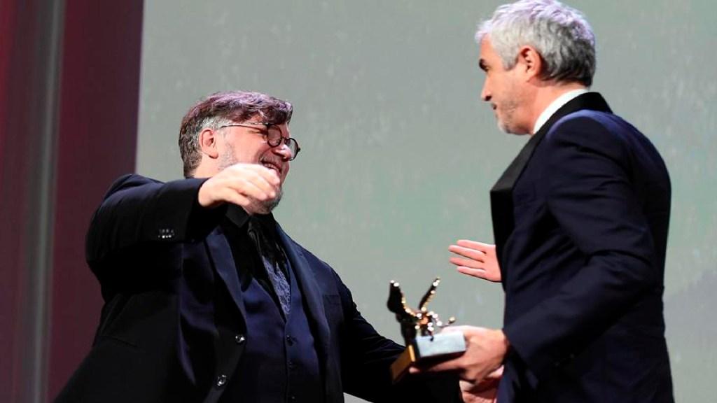 """""""Vivimos momentos de devastación y división en el mundo"""": Guillermo del Toro - Guillermo del Toro y Alfonso Cuarón. Foto EFE"""