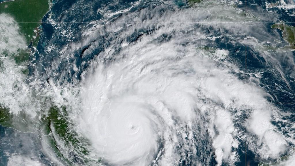Iota es Huracán Categoría 5; aumenta potencial catastrófico en Centroamérica - Vista del Huracán Iota, ahora Categoría 5, en su más reciente reporte. Foto de NHC.
