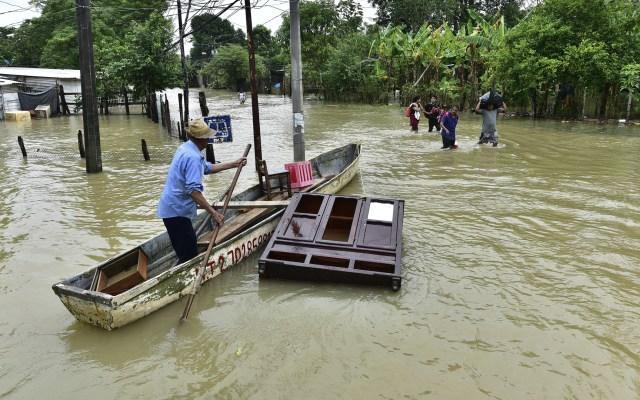 """Condena gobernador de Tabasco burla de Bartlett a denuncia tras inundaciones; """"vaya cinismo para esconder irresponsabilidad"""", sentencia - Inundaciones en Tabasco. Foto de EFE"""