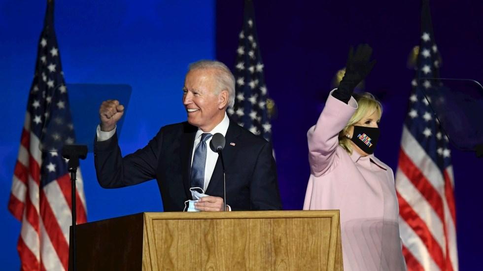 Joe Biden ganó la elección en Michigan, proyecta CNN - El candidato del partido demócrata, el exvicepresidente Joe Biden, acompañado de Jill Biden, durante su intervención en la noche electoral en Wilmington, Delaware. Foto de EFE/JIM LO SCALZO.