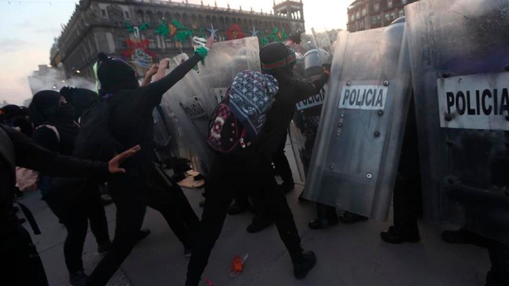Marcha por el 25N en Ciudad de México termina en violencia - La megamarcha del 25N deja en la Ciudad de México una jornada de violentos enfrentamientos. Foto EFE