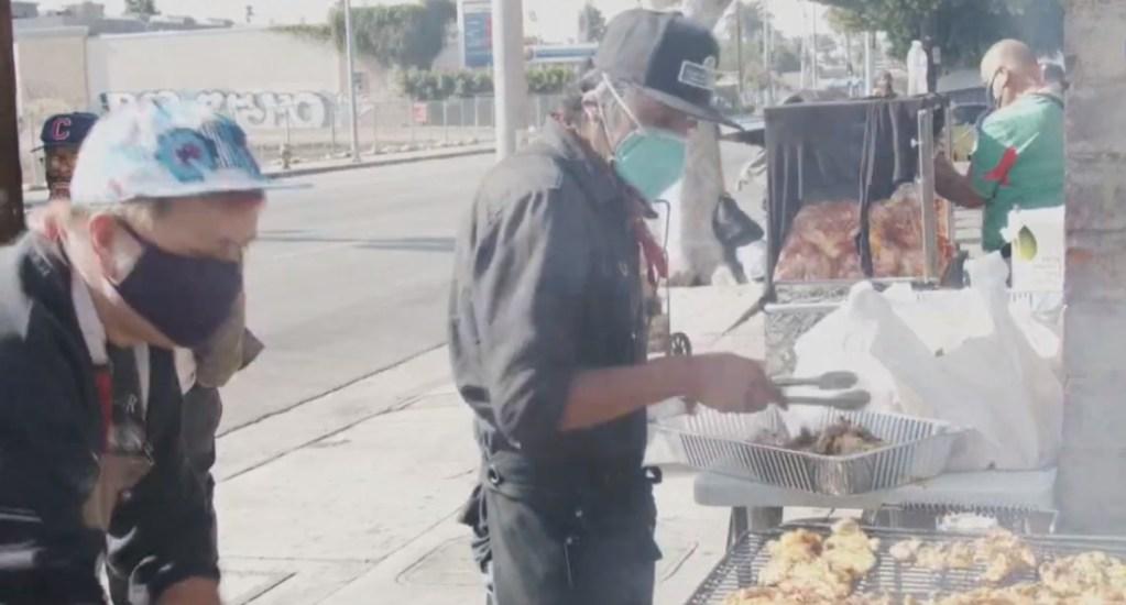Obsequiar comida, el propósito de vendedores ambulantes mexicanos acorralados por la pandemia. Noticias en tiempo real
