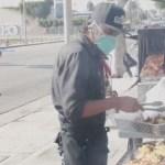 Obsequiar comida, el propósito de vendedores ambulantes mexicanos acorralados por la pandemia