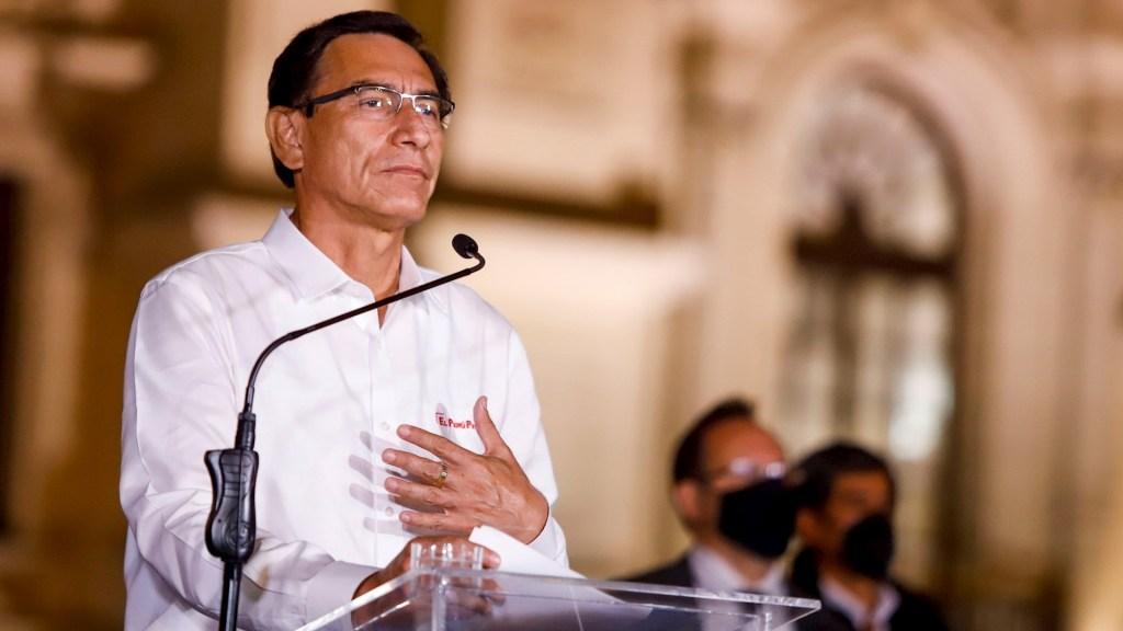#Video Martín Vizcarra acepta destitución de Presidencia de Perú; abandona Palacio de Gobierno - Martín Vizcarra