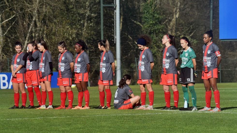 Amenazan de muerte a jugadora que dio la espalda en minuto de silencio por Maradona - Paula Dapena da la espalda durante minuto de silencio por Maradona. Foto de EFE
