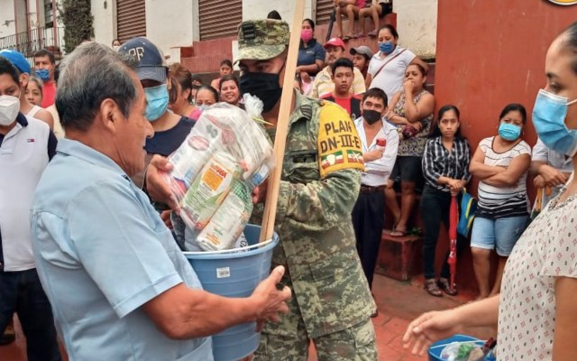 Sedena ha enviado más de 200 toneladas de víveres a damnificados en Tabasco; continúa emergencia - Foto de Sedena