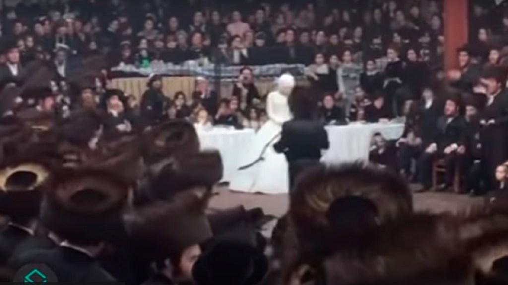 #Video Sinagoga de Brooklyn celebró boda con miles de invitados; le imponen multa de 15 mil dólares - Sinagoga de Brooklyn que celebró boda secretar a principios de noviembre será multada con 15 mil dólares. Foto Captura de pantalla