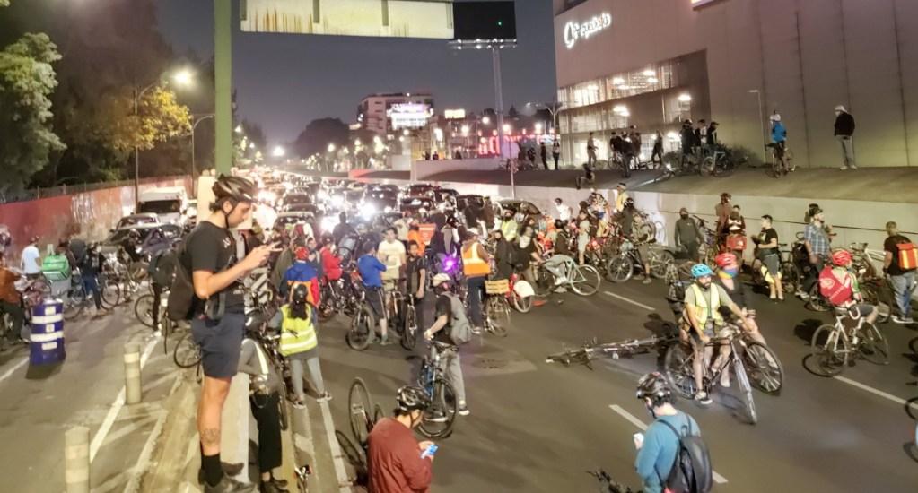 Liberan ciclistas Viaducto tras protesta por compañero arrollado - Viaducto Cuauhtémoc protesta bloqueo 2