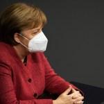 Merkel apela a evitar propagación de virus mutados para evitar tercera ola - Angela Merkel en pleno del Bundestag. Foto de EFE