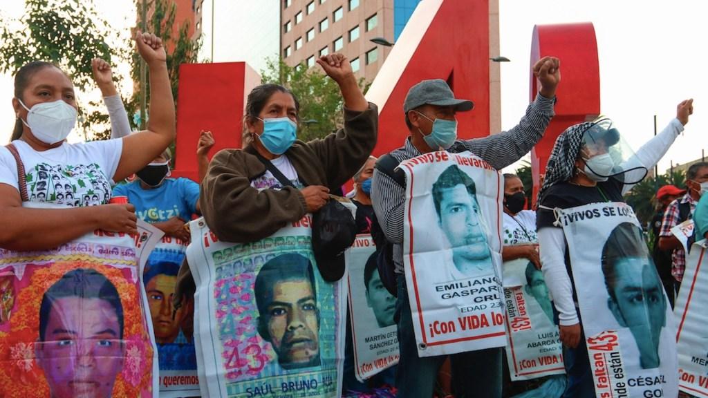 Habrá verdad y justicia en Caso Ayotzinapa, promete Gobierno de México a padres de normalistas - Foto de EFE