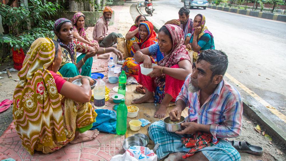 Dejar a países pobres sin vacunas perjudicará la economía de los ricos - Foto de EFE