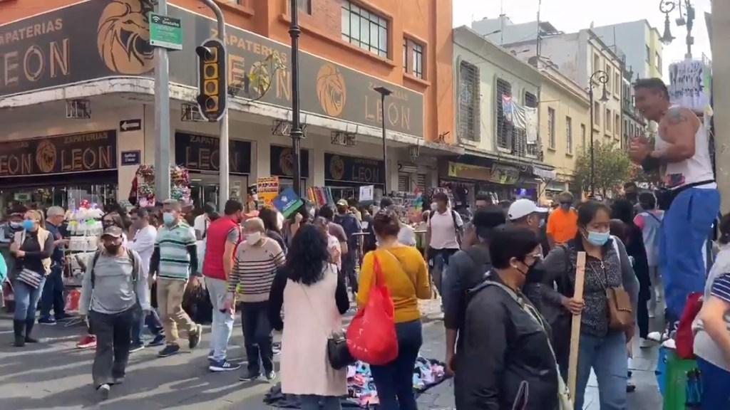 #Video Ignoran capitalinos llamado a quedarse en casa; abarrotan calles del Centro Histórico - Calles abarrotadas en Centro Histórico de la CDMX. Foto de @i_alaniis