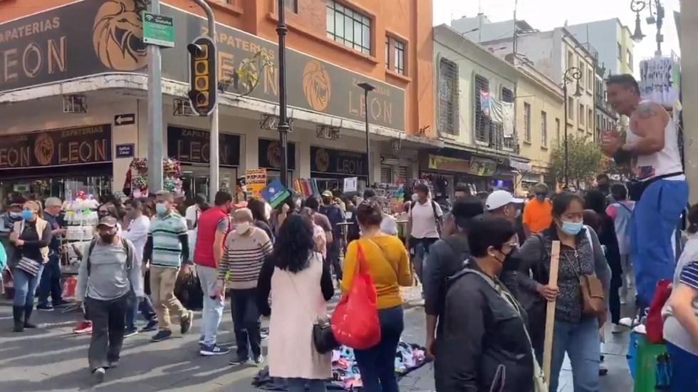 Ciudad de México en emergencia por COVID-19; Sheinbaum hace llamado urgente a ciudadanía - Calles abarrotadas en Centro Histórico de la CDMX. Foto de @i_alaniis