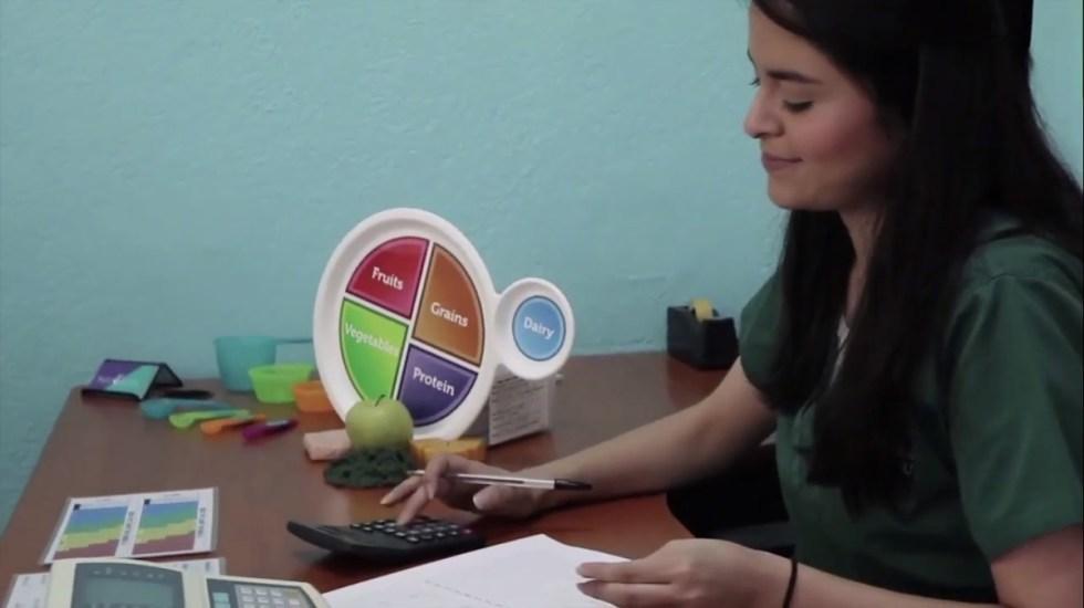 Ciencia de la Nutrición Humana, nueva licenciatura de la UNAM - Alumna de Ciencia de la Nutrición Humana. Foto de UNAM
