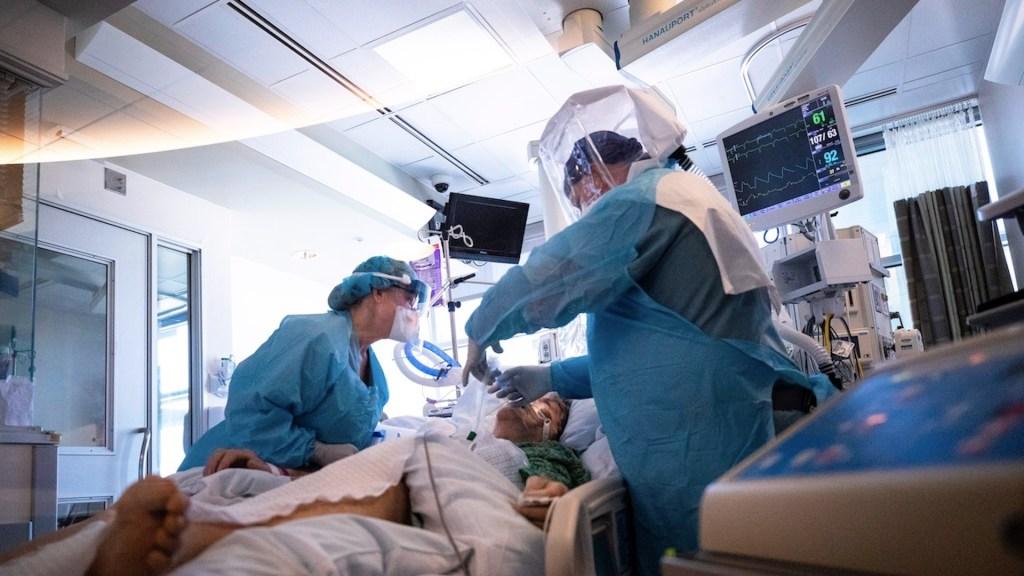 Hospitales de Los Ángeles con niveles bajos de suministros y oxígeno - Foto de EFE