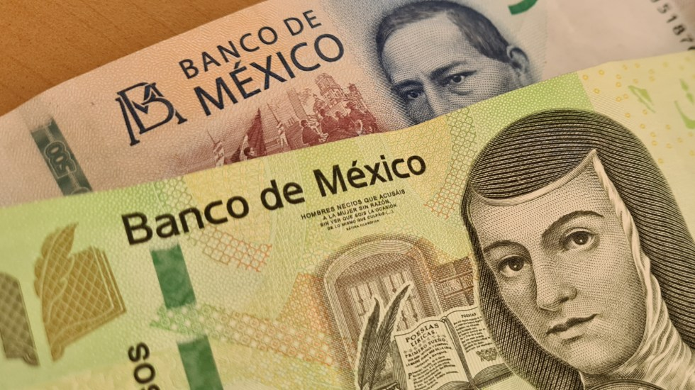 México recuperará PIB per cápita hasta 2027, estima FMI - Dinero pesos billetes México economía