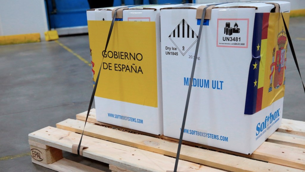 Llegan a España las primeras dosis de vacunas contra COVID-19; este domingo inicia la vacunación - Foto de EFE
