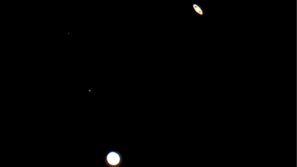 """Júpiter y Saturno cada vez más cerca; este lunes la """"Gran Conjunción"""" alcanzará su máximo punto - Esta noche así se observa a Júpiter y Saturno desde Ciudad Victoria, Tamaulipas. Foto Especial"""