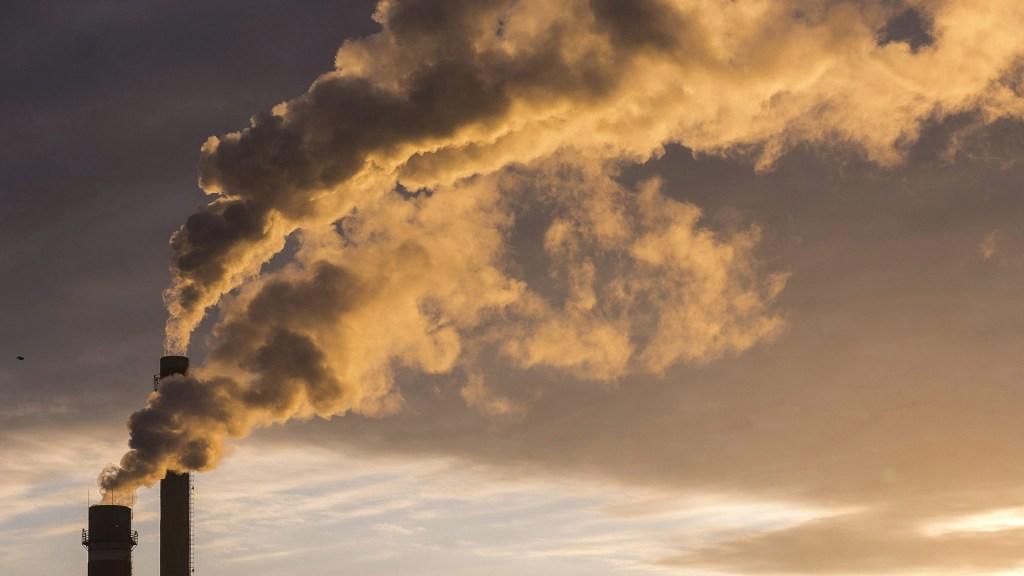 Pandemia reduce 7 por ciento emisión de CO2, insuficiente contra la crisis climática - Emisión de dióxido de carbono. Foto de EFE