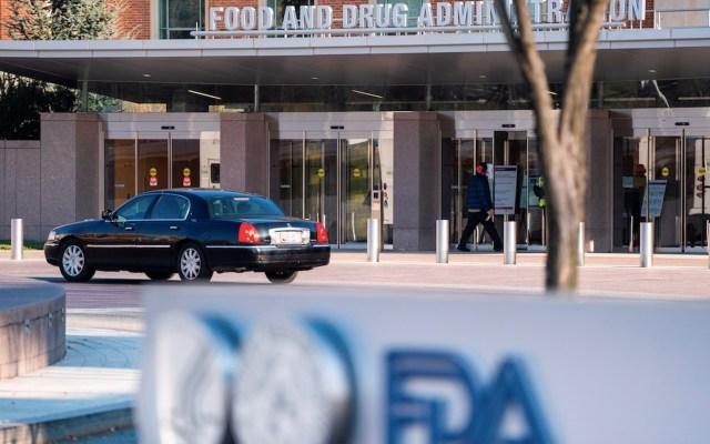 Panel de expertos recomienda aprobar, de manera urgente, vacuna de Pfizer en Estados Unidos - Foto de EFE