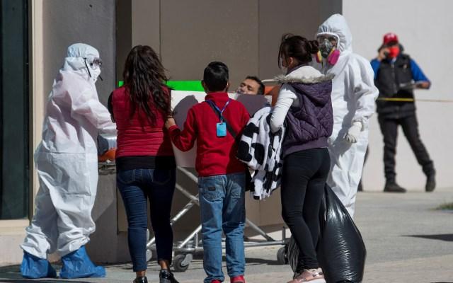 Valle de México, la zona más difícil de controlar en la epidemia de COVID-19: López-Gatell - Hospitalización por COVID-19 de hombre en la Ciudad de México. Foto de EFE