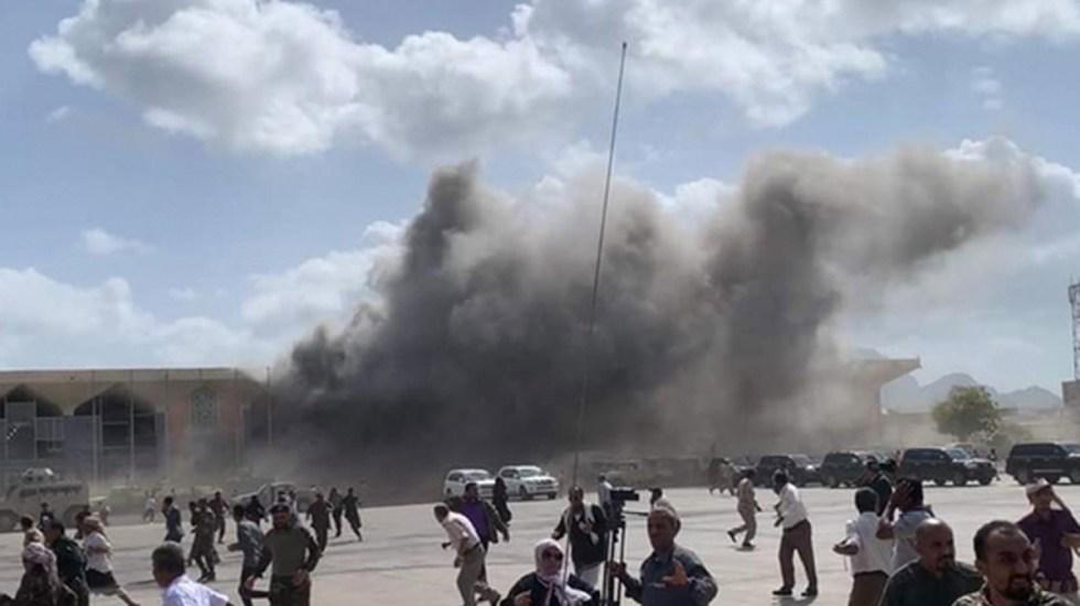#Video Sube a 25 personas muertas y a 110 heridos víctimas por explosiones en aeropuerto de Yemen - Humo negro tras estallidos en aeropuerto de Aden, Yemen. Foto de @guyelster