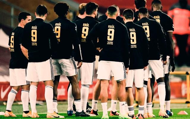 Jugadores del 'Wolves' calientan con camisetas de apoyo a Raúl Jiménez - Jugadores del 'Wolves' calientan con camisetas de apoyo a Raúl Jiménez. Foto Twitter @Wolves