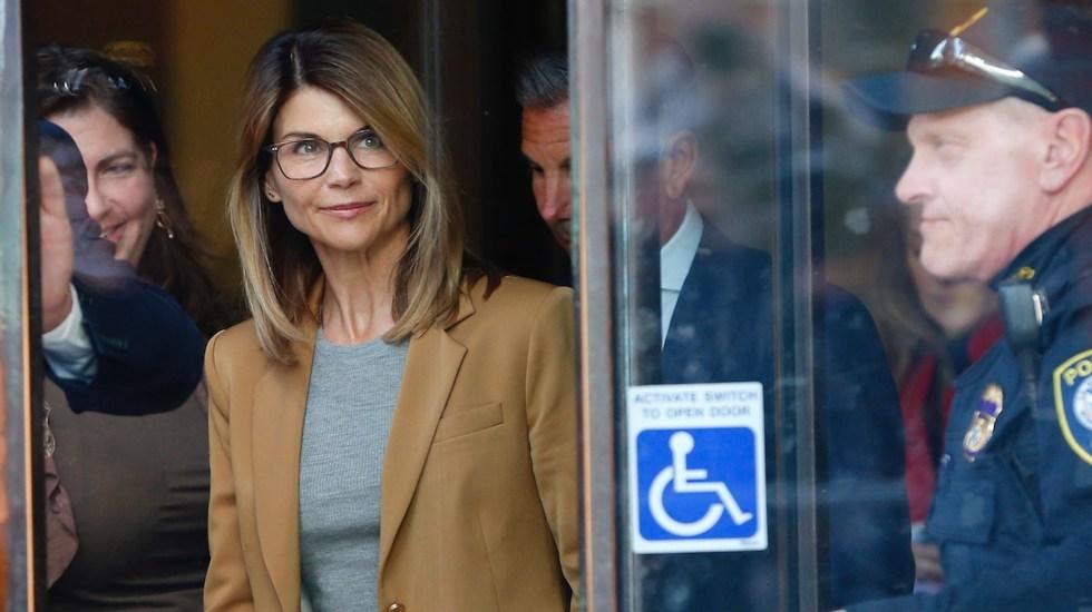 Lori Loughlin sale de la cárcel tras cumplir su condena de dos meses por soborno - Foto de EFE